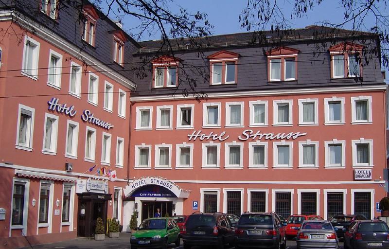 herzlich willkommen im restaurant w rtzburg im hotel strauss w rzburger weinfestkalender. Black Bedroom Furniture Sets. Home Design Ideas